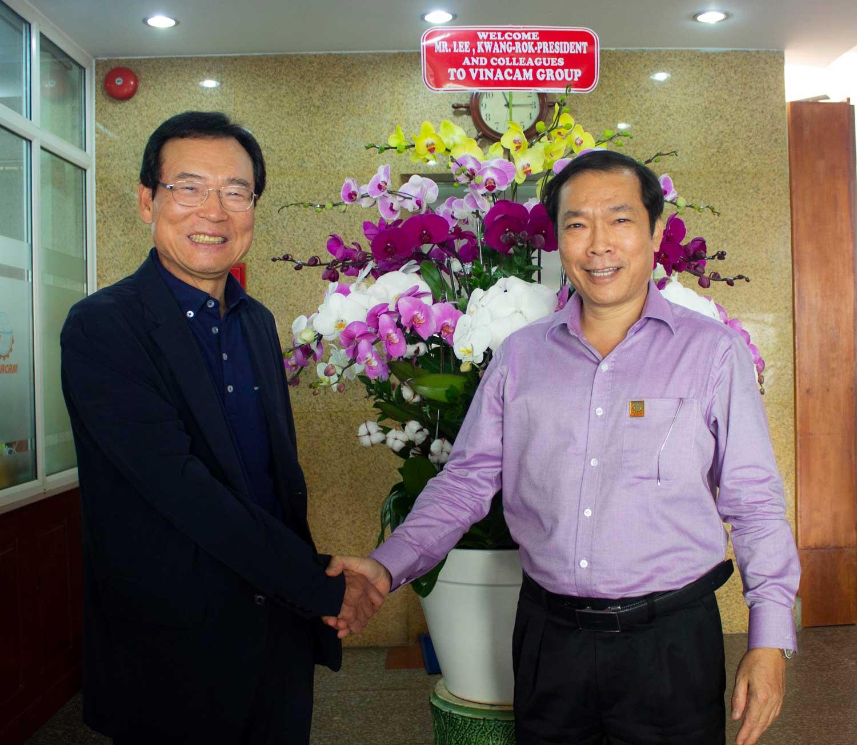 Chủ tịch Namhae thăm và làm việc tại Tập đoàn Vinacam