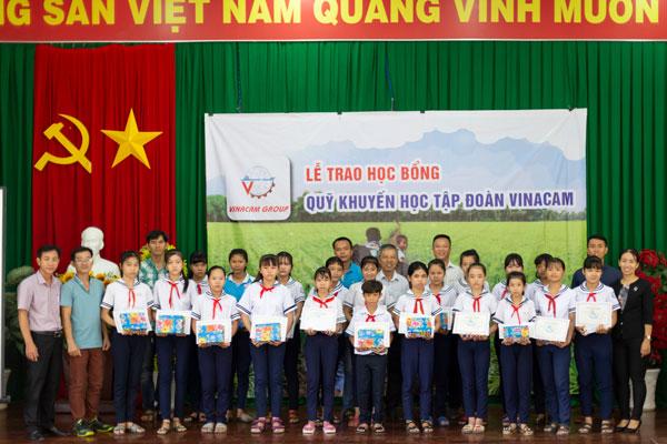 Quỹ Khuyến Học Vinacam Trao 40 Suất Học Bổng Cho Các Em Học Sinh Nghèo Vượt Khó Tại Cần Thơ