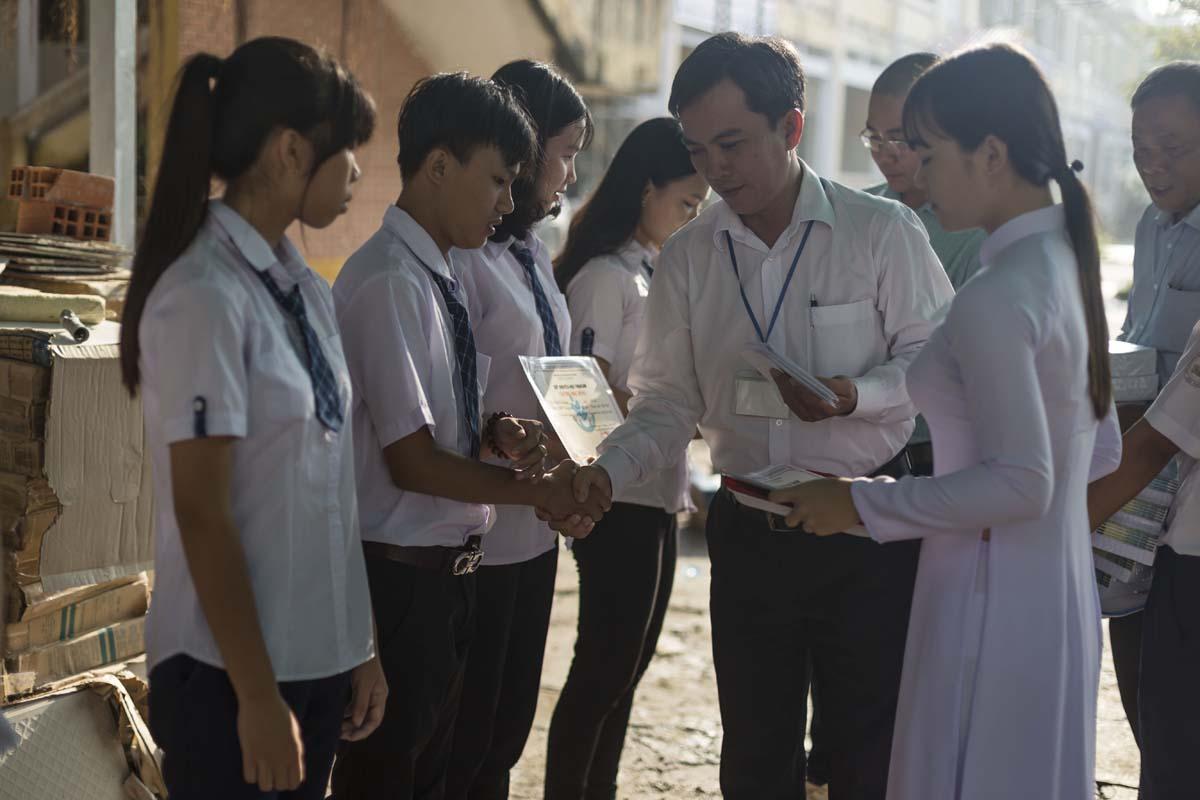 Quỹ khuyến học Vinacam trao học bổng cho các em học sinh trường THPT Trung An Cần Thơ