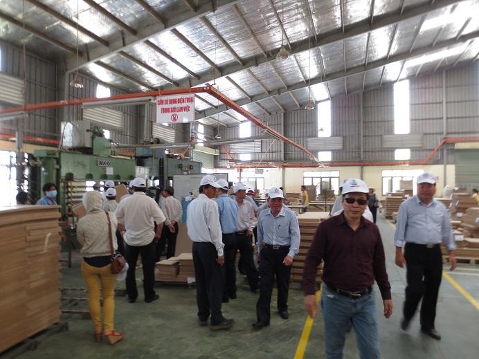 Doanh nhân Vũ Duy Hải đến thăm nhà máy Vina G7